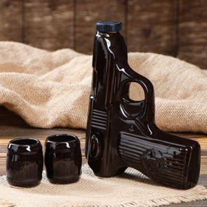 Штоф с рюмками Пистолет Макарова (2 шт)