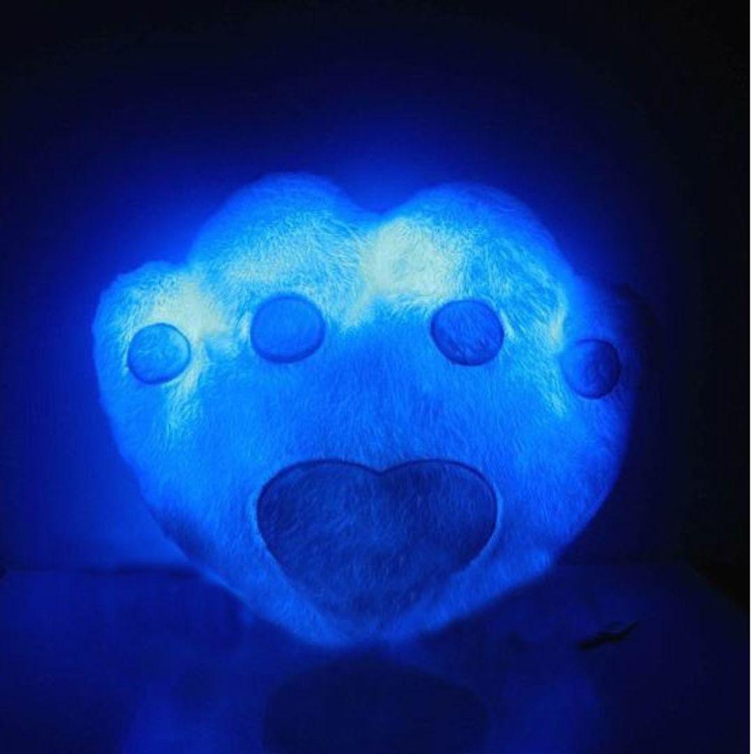 Светящаяся подушка Лапа Голубая