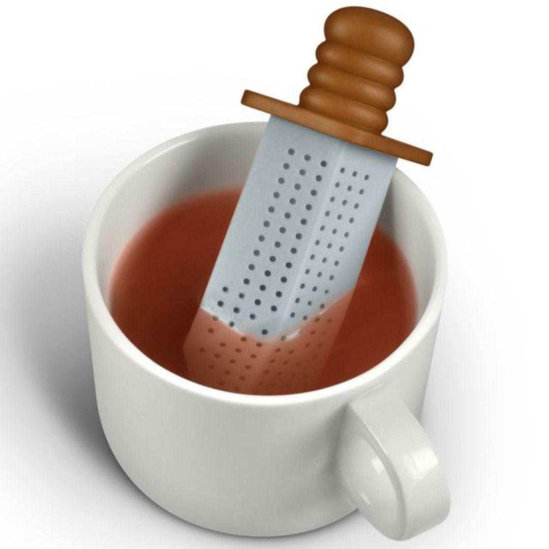 Заварник для чая Меч Strong Brew В чашке