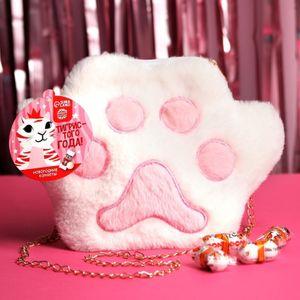 Подарочная сумка-лапка с конфетами Тигристого года