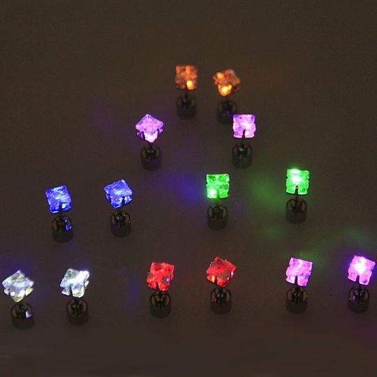 Светящиеся светодиодные серьги: квадратные разных цветов