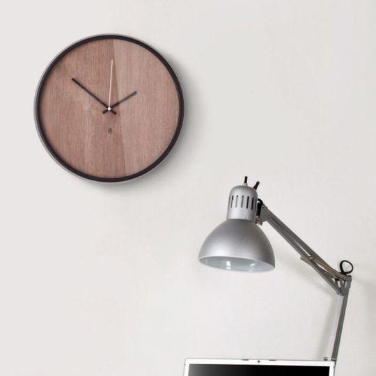 Часы настенные Madera В интерьере