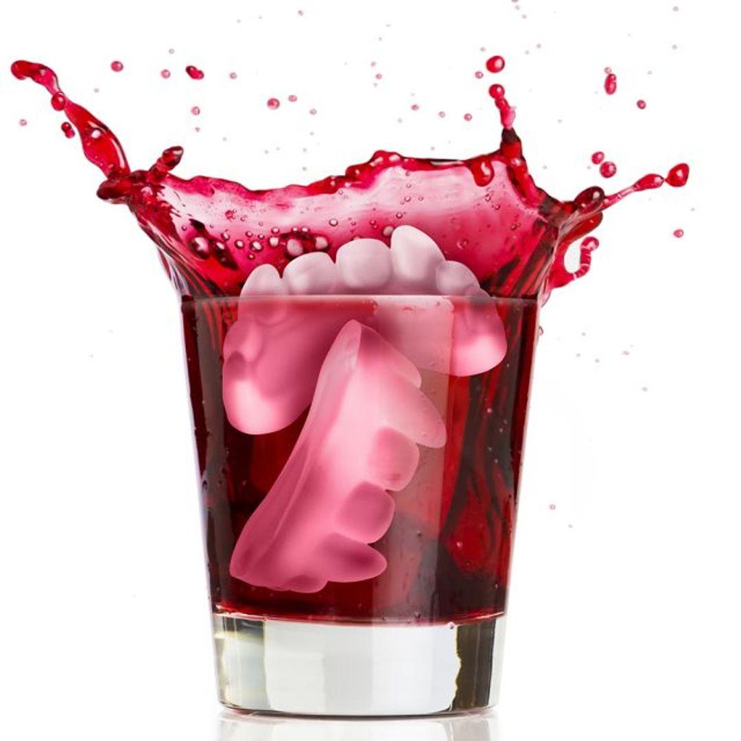 Форма для льда Клыки вампира Лед из формы в напитке