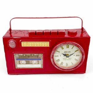 Винтажные часы Магнитофон