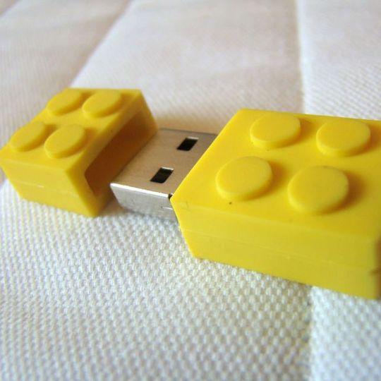 Флешка Лего 8 Гб (Желтая)