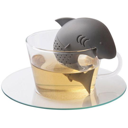 Заварник для чая Акула В кружке с чаем