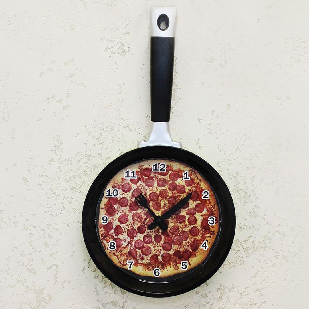 Часы Сковорода с пиццей