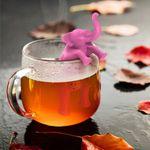 Слон-заварник кайфует в кружке чая