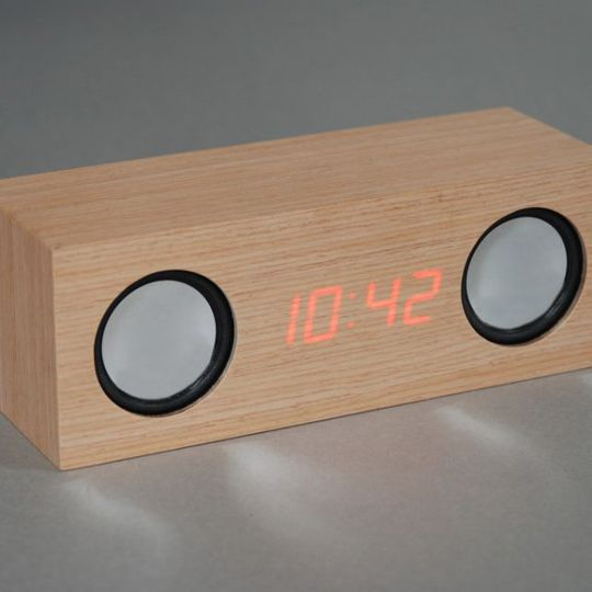 Колонки с цифровыми часами