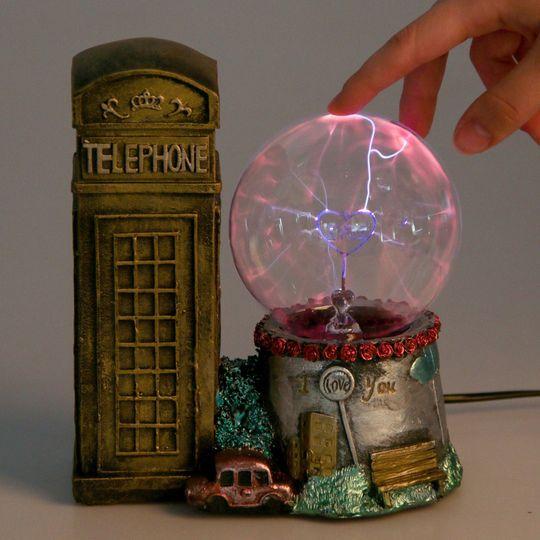 Плазменный шар Лондонская телефонная будка