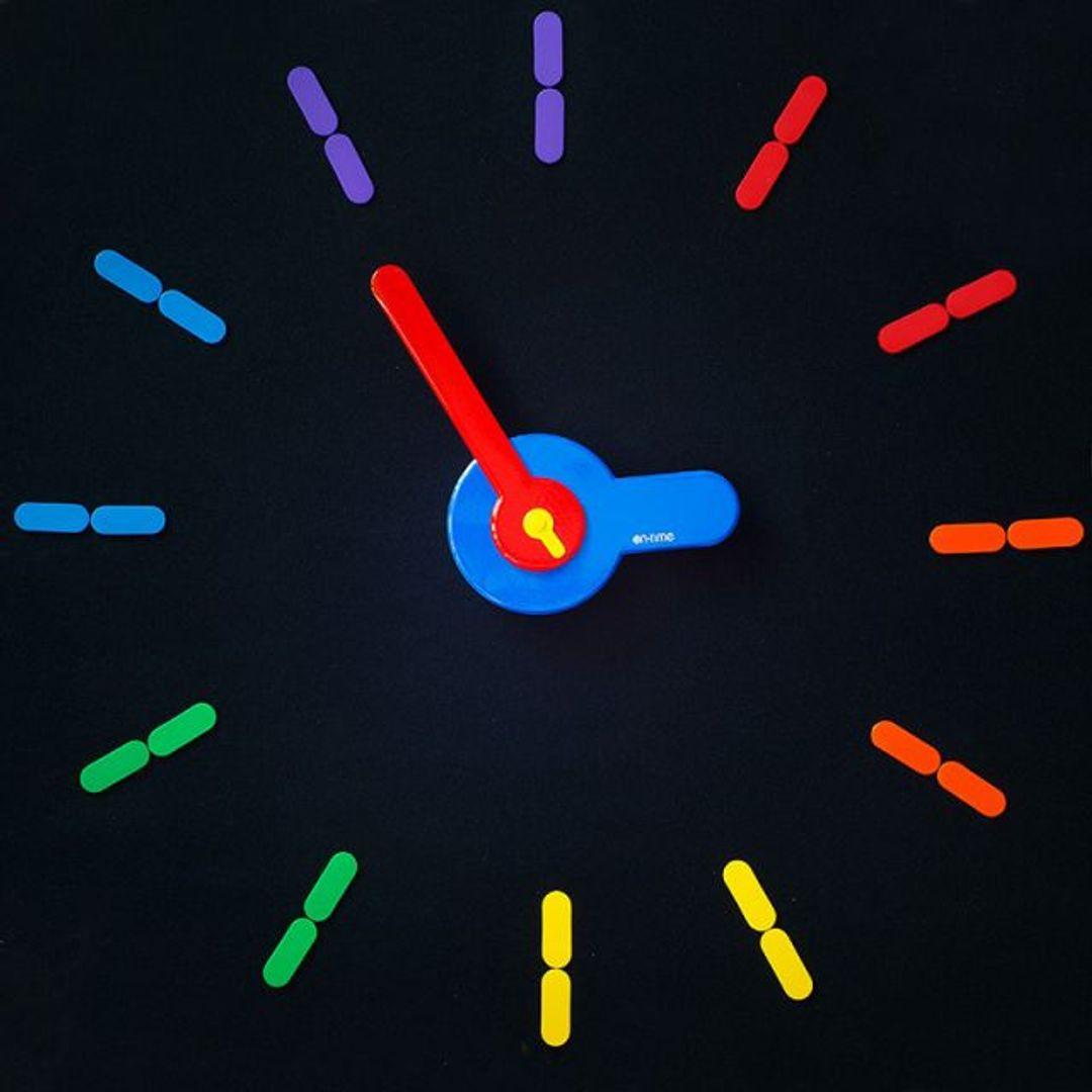 Самоклеющиеся настенные часы On Time