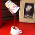 Светильник Выливающийся кофе Кружка будто парит в воздухе