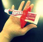 Выжималка для тюбиков Губы (Красная) Использование