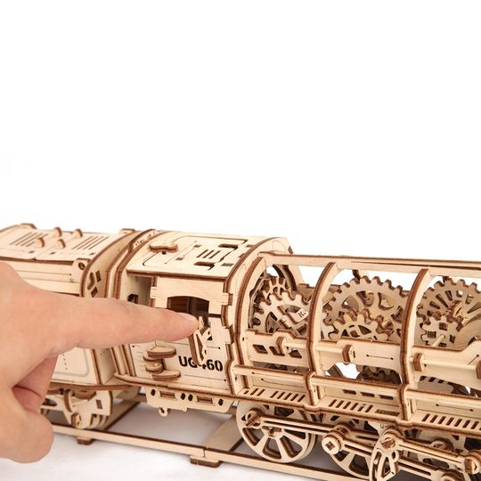 Механический 3D Пазл Ugears Локомотив с тендером Двигается, если завести и нажать на рычаг