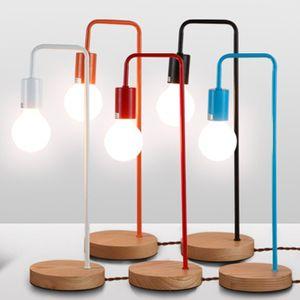 Светильник Лампа на деревянной подставке