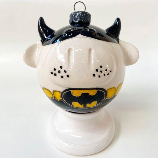 Фарфоровый елочный шар Коровка-бэтмен(ручная роспись)