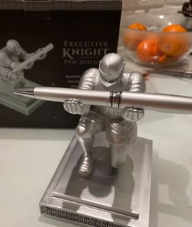 Держатель для ручки Рыцарь Executive Knight Pen Holder Отзыв