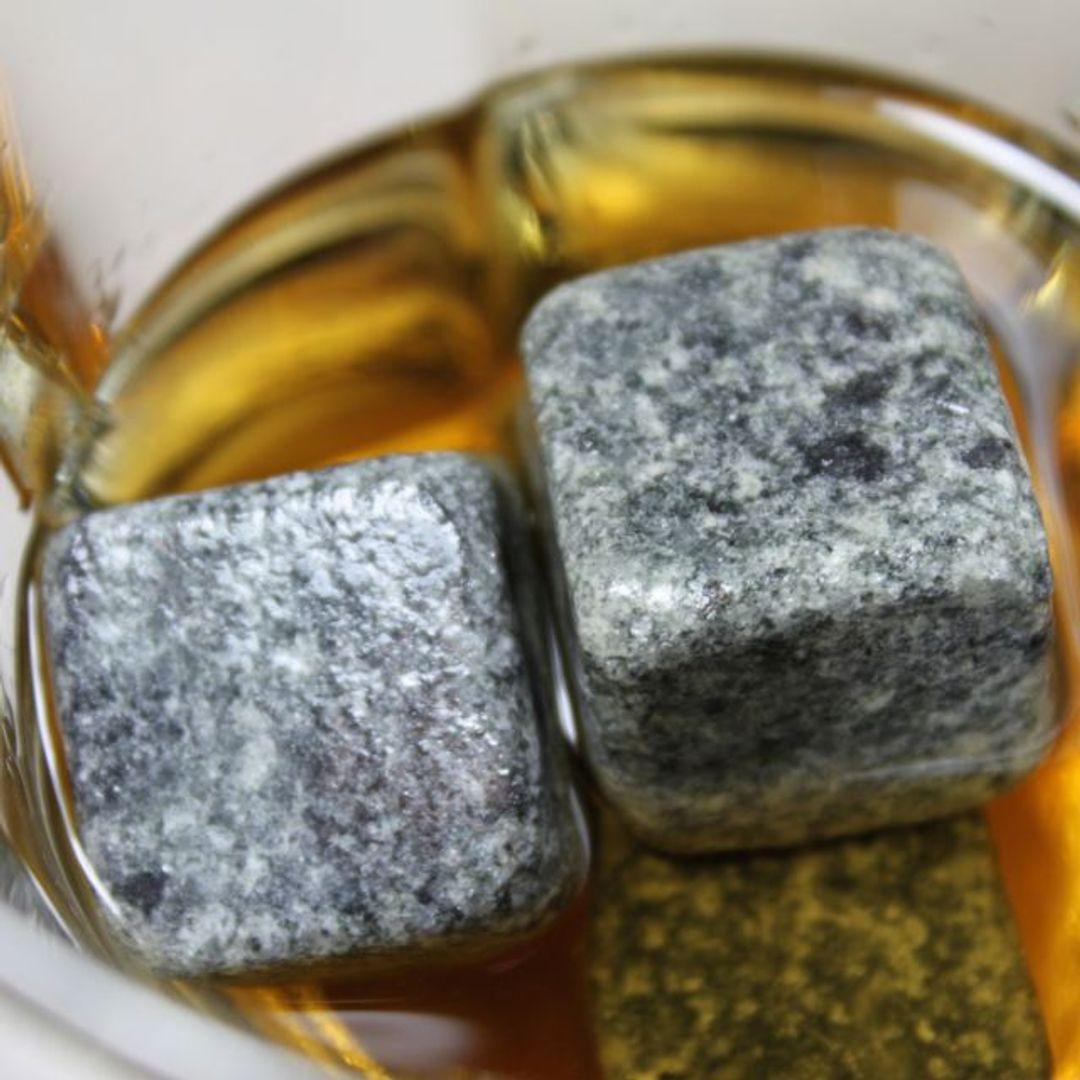 Камни для виски Whiskey Stones Double Pack (18 шт.) В бокале